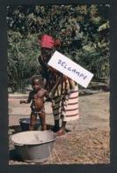 La Toilette De Bébé - Gabón