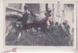 Au Plus Rapide Photo Format Carte Photo Corso Avril 1948 Char Moto Ball Camaret ?? - Cars
