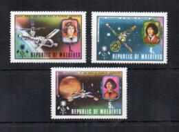 """MALDIVE - 1974 - Lotto 3 Francobolli Tematica """"Spazio """" - Copernico - Usati - (FDC17878) - Maldive (1965-...)"""