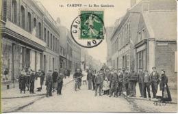 CAUDRY  Rue Gambetta (superbe Groupe , Facteur) - Caudry