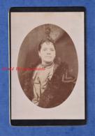 Photo Ancienne - Portrait D'une Femme Métissée ? Noire ? Antillaise ? - Mode Robe Bijoux Boucles D'Oreille Fille Pose - Alte (vor 1900)