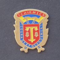 1 Pin's Sapeurs Pompiers De SCHIRMECK (BAS RHIN - 67) - Bomberos