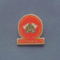 1 Pin's Sapeurs Pompiers De MUTTERSHOLTZ (BAS RHIN - 67) - Bomberos