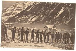 74 -  CHAMONIX - Haute-Savoie - Guides De Chamonix En Skis   75 - Chamonix-Mont-Blanc