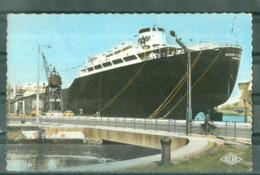 BATEAUX - PETROLIER - LE SARAH C.GETTY PETROLIER DE 80.000 TONNES CONSTRUIT AUX A. C. D. B. - Tankers