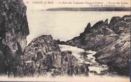 29 CLEDEN-CAP-SIZUN La Baie Des Trépassés , Cougou-Callou, Grotte Des Galets, Vue Prise De L'intérieur - Cléden-Cap-Sizun