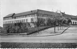 54 - LONGWY : Le Collège Alfred Mézières ( Enseignement Ecole Lycée ) CPSM Dentelée N/B Format CPA - Meurthe Moselle - Longwy