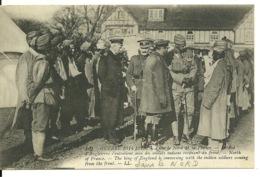 59 - GUERRE 1914-1915 / DANS LE NORD DE LA FRANCE - LE ROI D'ANGLETERRE S'ENTRETIENT AVEC DES SOLDATS INDIENS - Non Classés