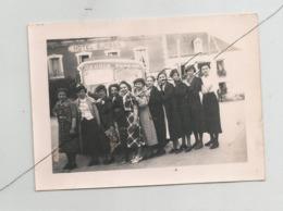 Bretagne Photographie Rochefort En Terre 1938 Camion Drouin Femmes Devant Hotel Burban 56 Photo 7x9,5 Cm Env - Lugares