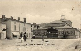 CPA Ste-HERMINE - Les Halles (297856) - Sainte Hermine