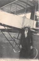 Semaine D'Aviation - ROUEN Juin 1910 - La Baronne De Laroche Descendue De Son Appareil Au Retour - Aviateurs