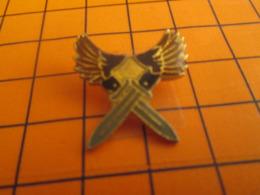 819 Pins Pin's  / Rare & Belle Qualité / THEME MILITARIA / BAYONETTES CROISEES - Militaria