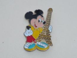 Pin's MICKEY ET TOUR EFFEIL A - Disney