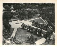 HANOI PHOTO ORIGINALE 1949 MONUMENTS AUX MORTS  FORMAT 13.50 X 11 CM - Vietnam