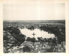 HANOI PHOTO ORIGINALE 1949 LE PETIT LAC AU CENTRE DE HANOI ET PAGODE FORMAT 13.50 X 11 CM - Vietnam