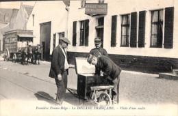 Frontière Franco-Belge - La Douane Française - La Visite D'une Malle (top Animation, Attelage Déménagements Dumez) - Customs