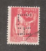 Perforé/perfin/lochung France No 283 L.H Librairie Hachette (83) - Gezähnt (Perforiert/Gezähnt)