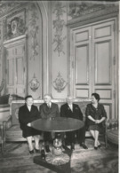 Photographie Paris-Match,300X205 Mm,1960, Elyséee, Yvonne Et Charles De Gaulle, Mme Et Mr Khrouchtchev, Frais Fr 2.95 E - Famous People