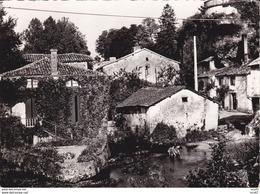 CPSM/gf  (24)  BOURDEILLES.  Le Moulin, Enfants Dans La Petite Rivière ...T651 - Altri Comuni