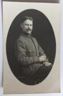 Carte Photo Portrait Soldat 27 Sur Col M. Bazoge Sellier De Ceton Orne 61 - Personaggi