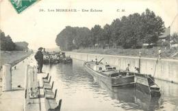 LES MUREAUX - Une écluse, Péniches. - Houseboats