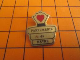 812h Pin's Pins : BEAU ET RARE : Thème PARFUMS / FLACON DE PARFUM PARFUMERIE DU HAVRE - Parfum