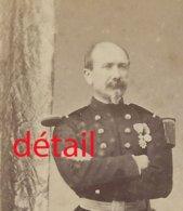 CDV Officier Médaillé Vers 1870-pavillon De Bellevue, Photo Grau à Evreux - Guerra, Militares