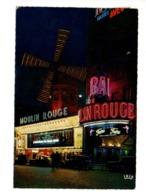 CITROEN DS, Traction, 2 Cv, Devant Moulin Rouge à Paris - Voitures De Tourisme