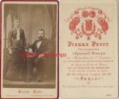 CDV En 1880 Par Pierre Petit à Paris-couple De Bourgeois - Photos