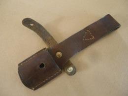 Gousset Ou Porte Baïonnette En Cuir Brun Pour Baïonnette Mauser Yougoslave - Knives/Swords