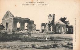 08 Challerange La Cour De La Gare Les Ardennes En Ruines Guerre 1914 1918 - Andere Gemeenten