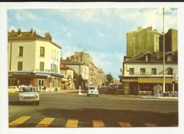 """93 . LE BOURGET . AVENUE JEAN JAURES . BAR TABAC """" AVIATIC """". LE CAFE DES SPORTS  . VOITURE RENAULT 4 L .; PEUGEOT 204 . - Le Bourget"""