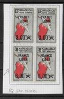 """MADAGASCAR - AERIEN YVERT N° 53 En BLOC De 4 Dont VARIETE """"SAC POSTAL"""" ** MNH ( CHARNIERE SUR TIMBRES DU HAUT) - Ungebraucht"""