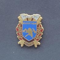 1 Pin's Sapeurs Pompiers De GEUDERTHEIM (BAS RHIN - 67) - Bomberos