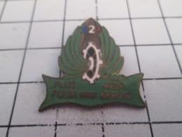519 Pin's Pins : BEAU ET RARE : Thème MILITARIA / INSIGNE UNITE DU TRAIN ? PLUS AGIR POUR MIEUX SERVIR Et - Glandir ? - Militaria