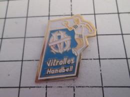 519 Pin's Pins : BEAU ET RARE : Thème SPORTS / HANDBALL CLUB VITROLLES - Handball