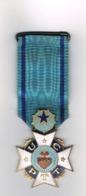 Ancienne Médaille Emaillée De L' U.C.P.T.T. - Métal Doré émaillé Grand Feu Uniface -1930 - Peu Courante - Altri