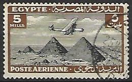 EGYPTE    -    Poste Aérienne   -   1933.  Y&T N° 9 Oblitéré.  Avion Survolant Les Pyramides. - Posta Aerea
