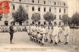 LE PUY-EN-VELAY 86 E REGIMENT D'INFANTERIE CASERNE ROMEUF SONNERIES DIVERSES RASSEMBLEMENT DU REGIMENT DANS LA COUR DE L - Le Puy En Velay