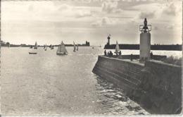 CPM Saint-Vaast-la-Hougue Yachts évoluant Dans La Rade De La Hougue - Saint Vaast La Hougue