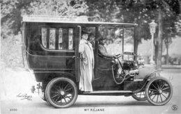 Madame REJANE, Comédienne De Théâtre Et D'opéra, Photographiée En Taxi Par Paul Boyer. Circulée En 1910. B état. - Beroemde Vrouwen