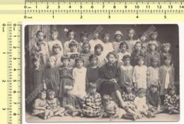 REAL PHOTO School Kids Class, Pupils Girls And Teacher, École Enfants Classe Élèves Filles Et Professeur ORIGINAL - Anonymous Persons