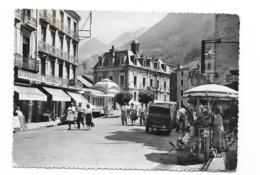 CPSM 65 (animée) - Cauterets - Place De La Mairie – Pharmacie - Cauterets