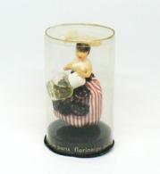 FLORINEIGE - Poupée En Tenue Régionale Tenant Un Flacon Dans Les Mains - Miniatures Anciennes (jusque 1960)
