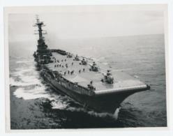Originele Persfoto: HMS Bulwark - Vliegdekschip - Helikopteroefening 1960 - Barche