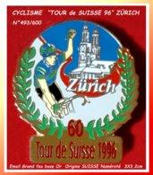 """SUPER PIN'S CYCLISME : """"TOUR De SUISSE 96"""" Origine SUISSE, Passage à ZÜRICH Numéroté Verso N° 493/600, Format 3X3,2cm - Wielrennen"""