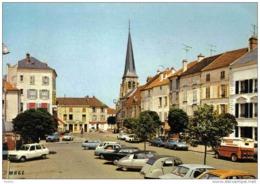 Carte Postale 77. Jouarre  La Place  Voitures Anciennes DS GS Citroën 4L Renault - Francia