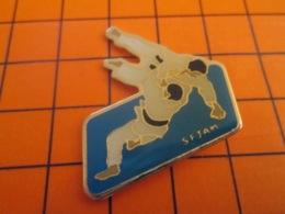 1219 Pin's Pins : BEAU ET RARE : Thème SPORTS / BAGARRE EN PYJAMA JUDO CLUB - Judo