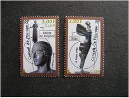 TB Paire De Timbres De Service N° 120 Et N°121, Neufs XX . - Officials