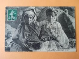 Scènes Et Types Jeune Ménage D Ouled Naïls - Algerije
